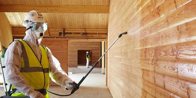 Обработка деревянного дома после строительства